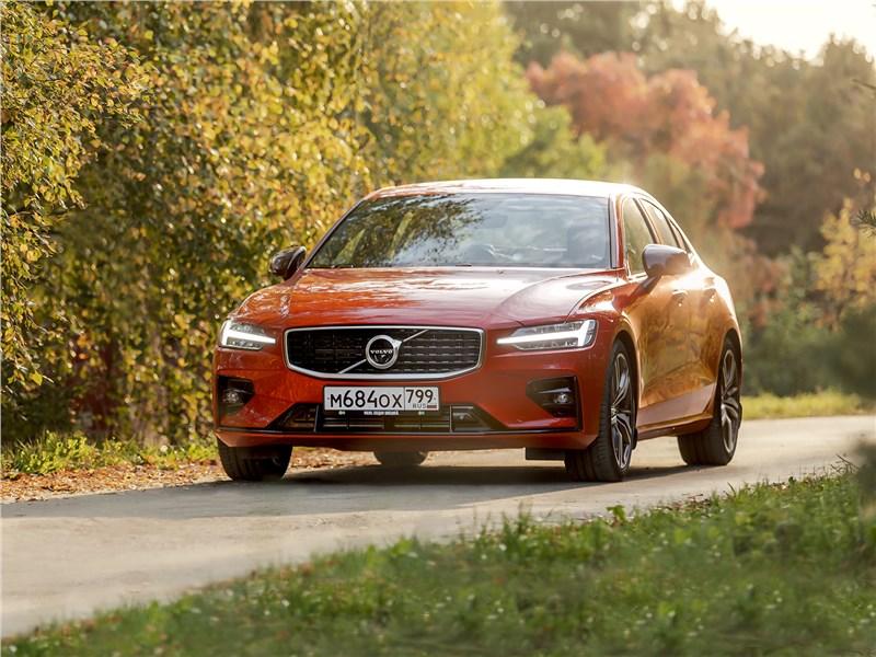 Как Volvo S60 маскирует спортивные замашки