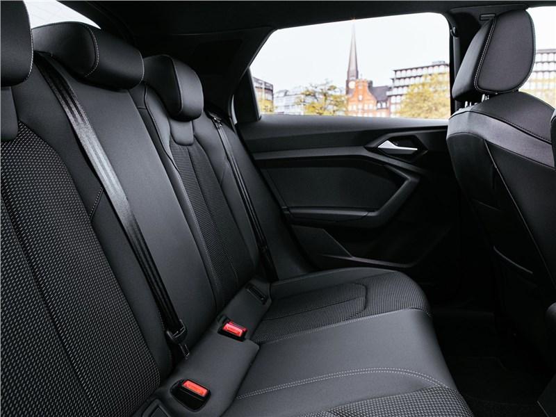 Audi A1 Citycarver 2020 задний диван