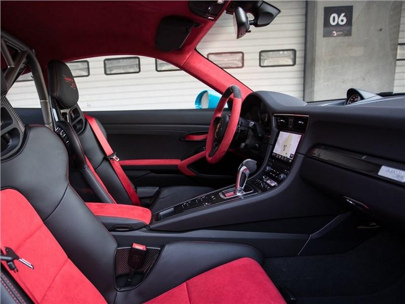 Porsche 911 GT2 RS 2018 кресла