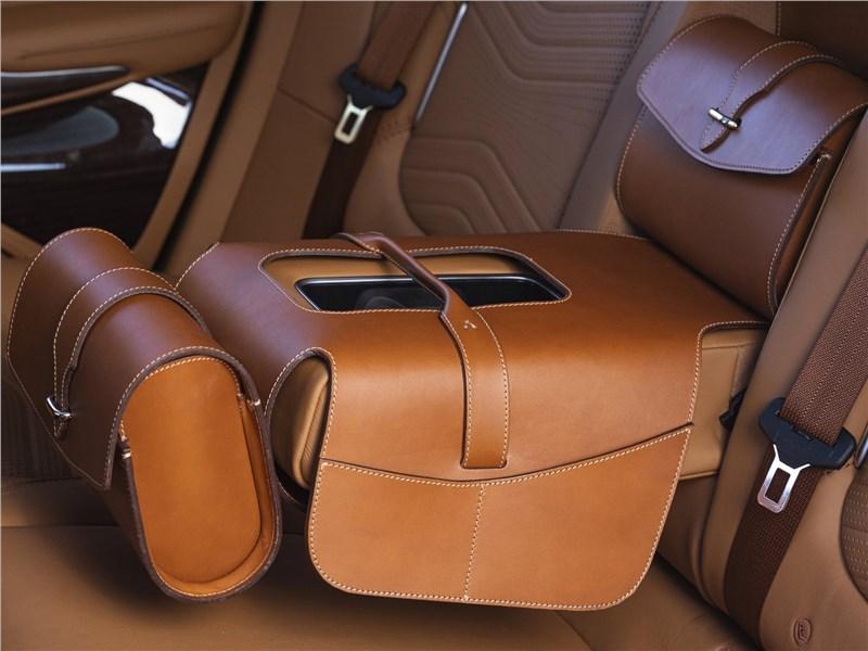 Aston Martin DBX 2021 салон