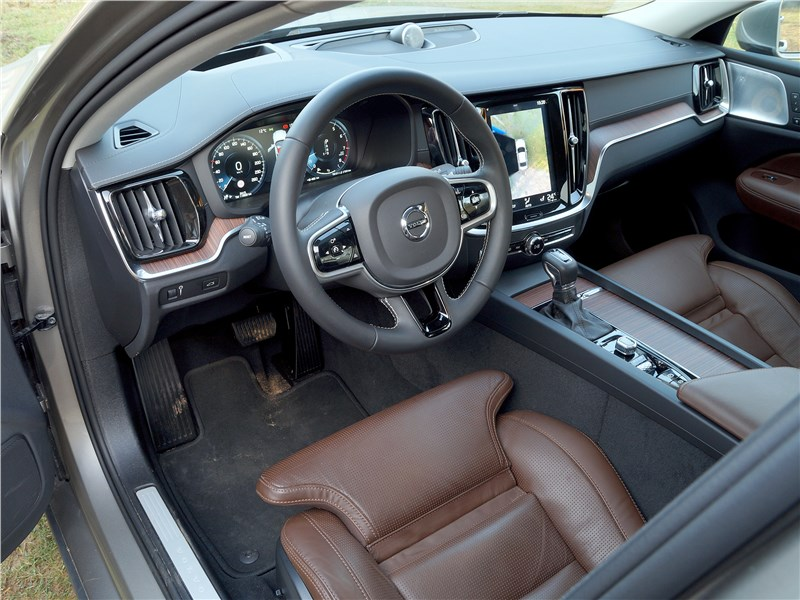 Volvo S60 2019 салон