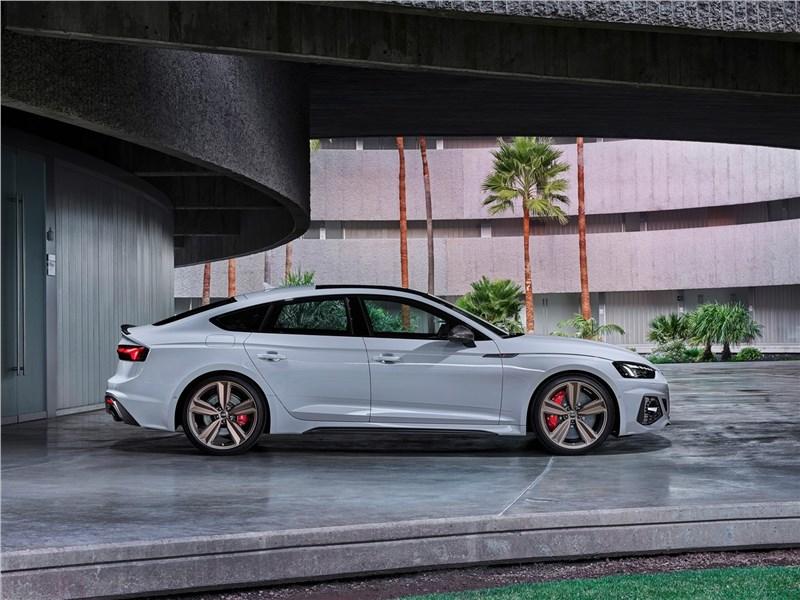 Audi RS5 Sportback 2020 вид сбоку