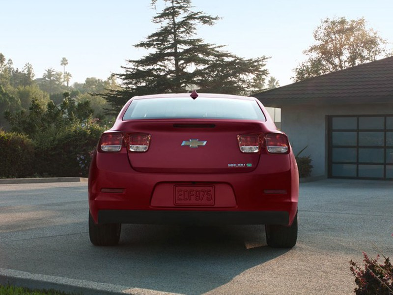 Chevrolet Malibu 2012 вид сзади