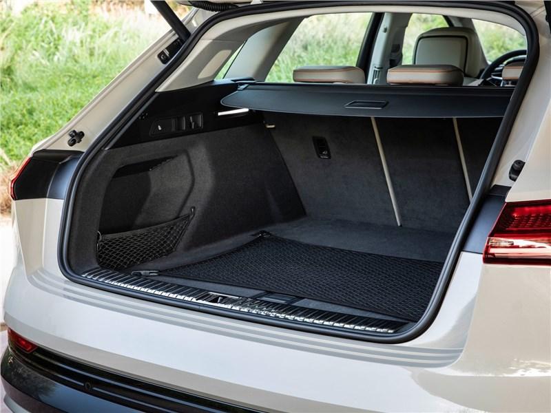 Audi e-tron 2020 багажное отделение