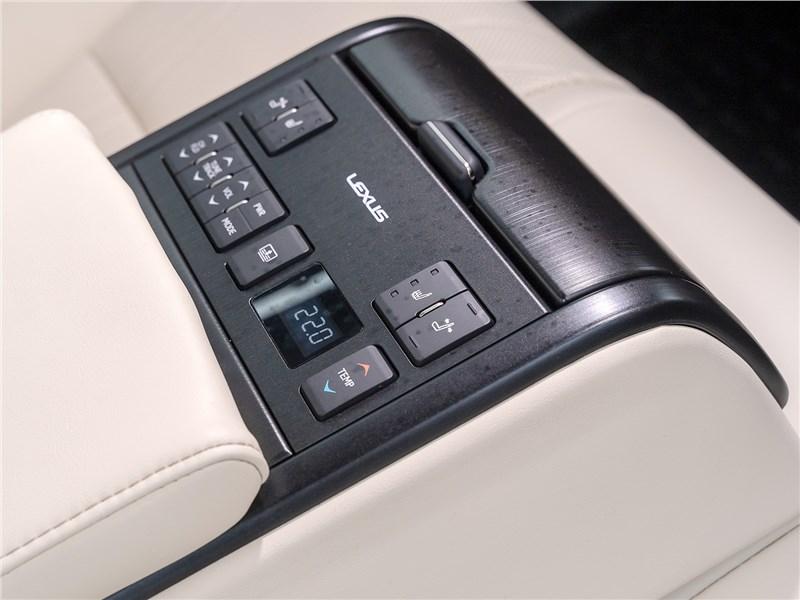 Lexus ES 2019 задний пульт управления