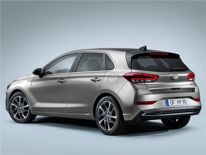 Hyundai i30 2020 вид сзади