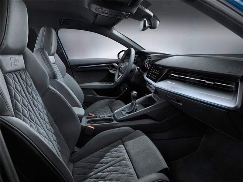 Audi A3 Sportback 2021 передние кресла