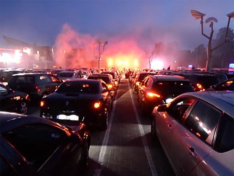 В Германии состоялась огромная дискотека на автомобилях