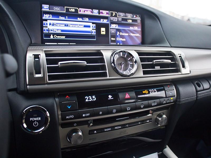 Lexus LS 600h F Sport 2012 центральная консоль