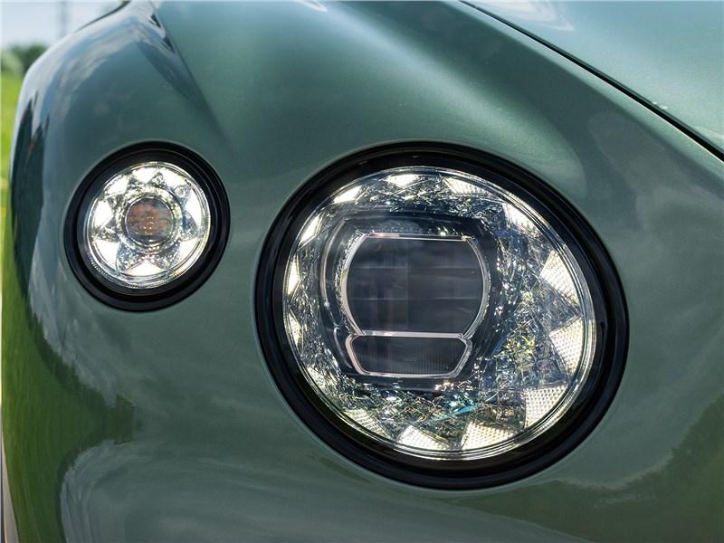 Bentley Continental GT V8 (2020) передняя фара