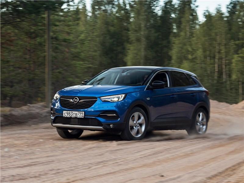 Какой привет из прошлого передает Opel Granland X