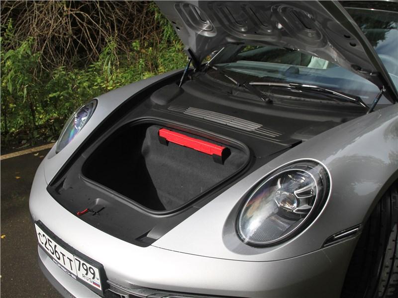 Porsche 911 Carrera 4S (2019) багажное отделение