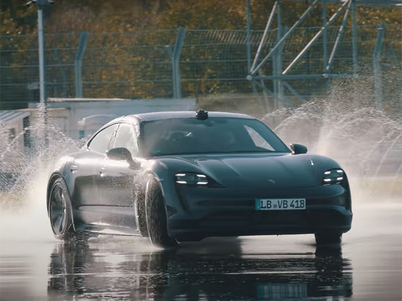 Porsche Taycan попал в Книгу Гиннеса