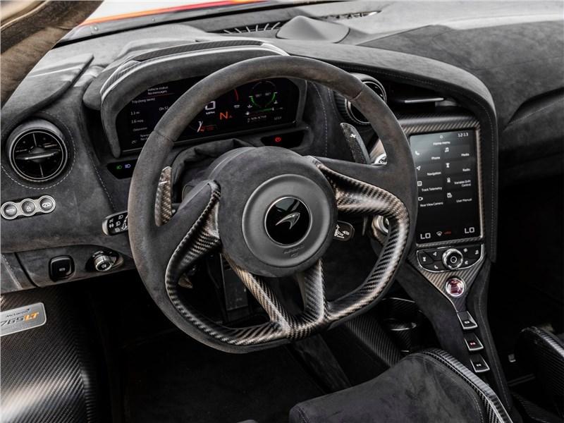 McLaren 765LT (2021) руль