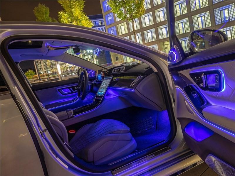 Mercedes-Benz S-Class (2021) передние кресла