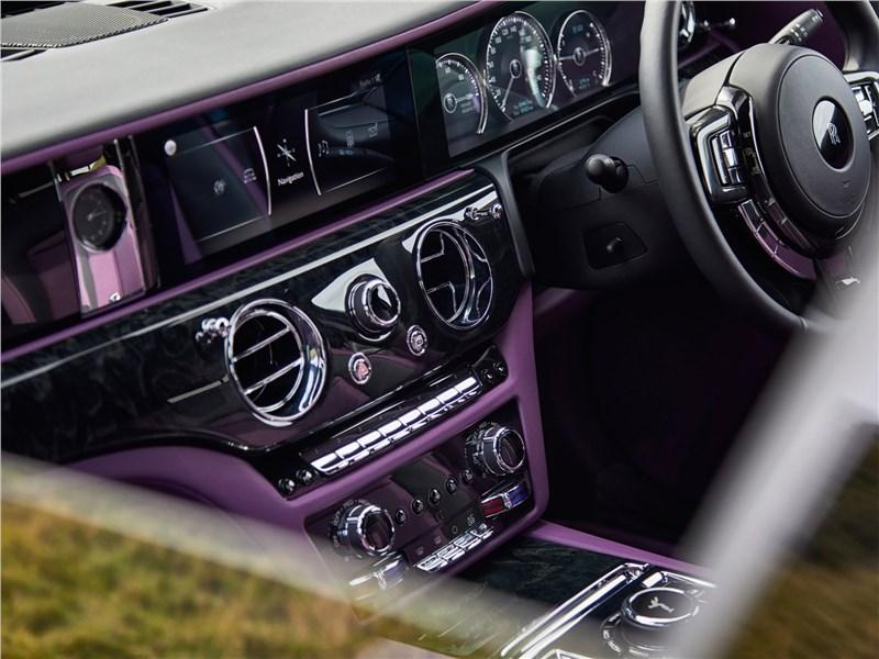 Rolls-Royce Ghost (2021) центральная консоль