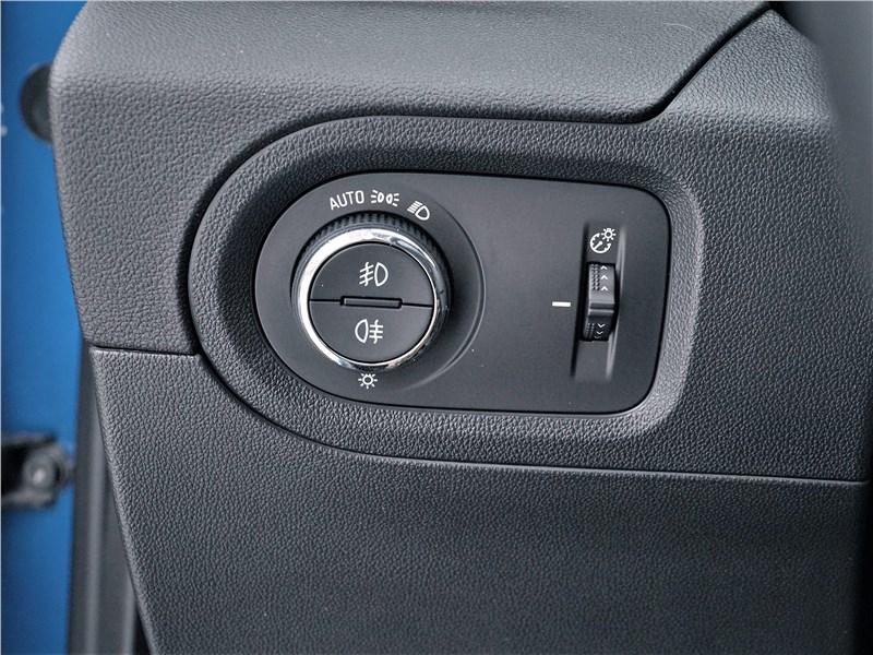 Opel Grandland X 2018 управление светом