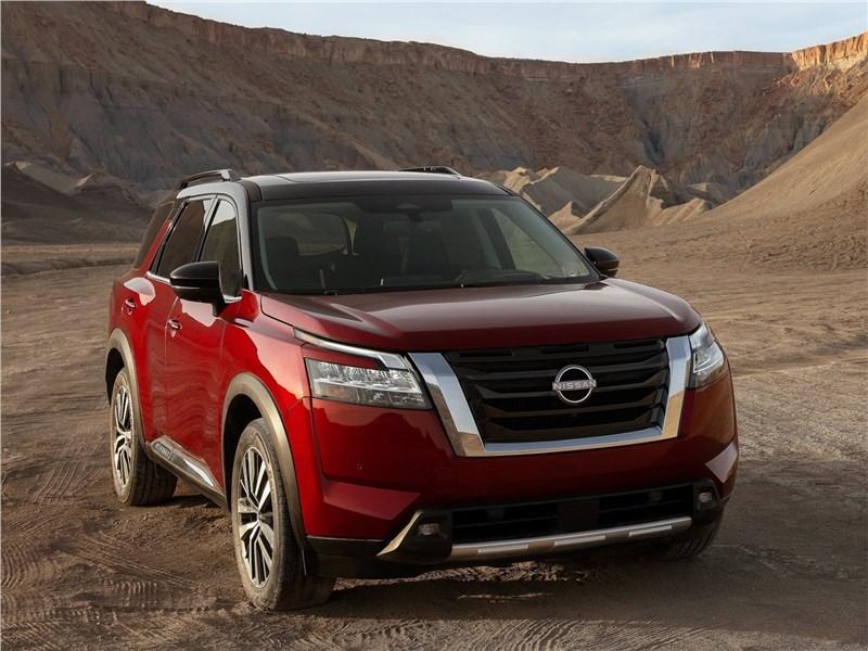 Nissan Pathfinder (2022) вид спереди