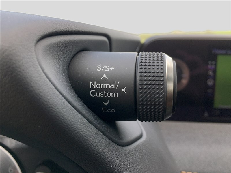 Lexus UX 250H (2019) руль