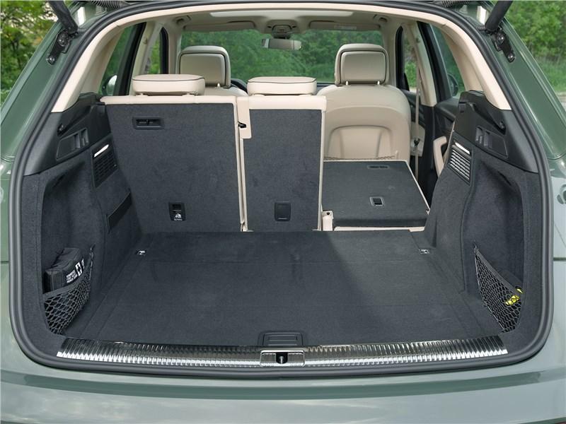 Audi Q5 (2021) багажное отделение