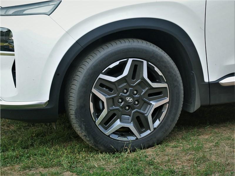 Hyundai Santa Fe (2021) колесо