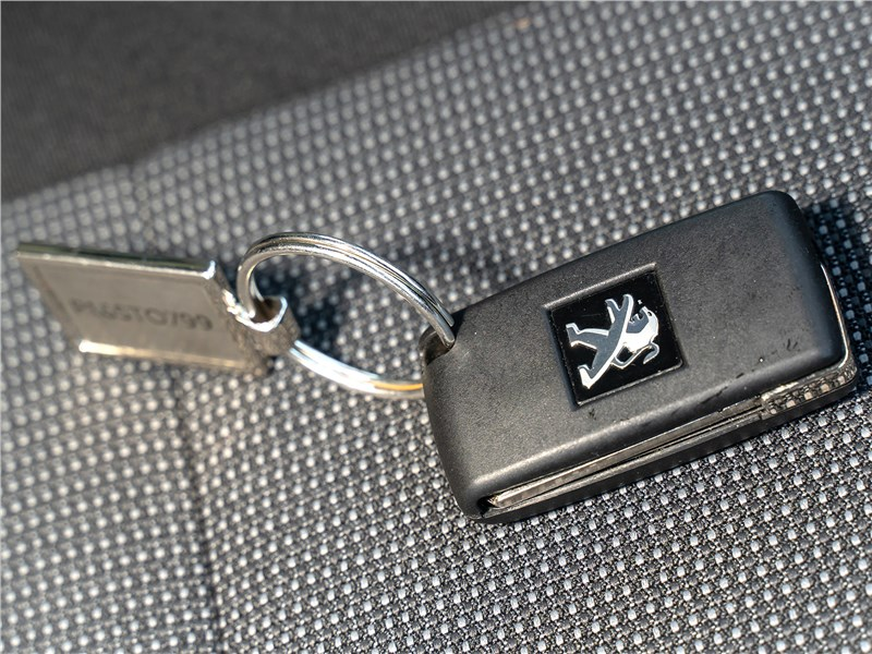 Peugeot Partner Tepee (2016) ключ-транспондер