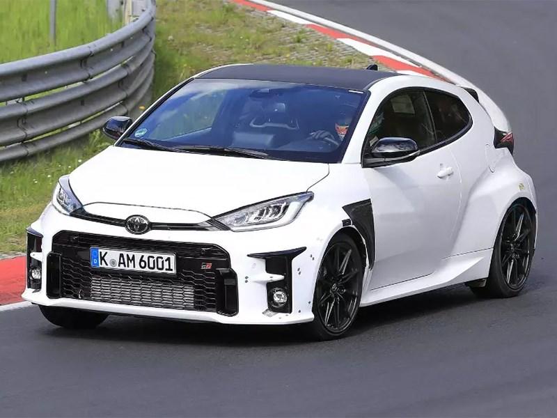 Toyota вывела на тесты заряженный Yaris