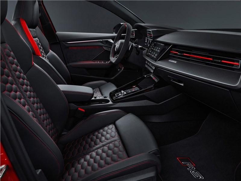 Audi RS3 (2022) передние кресла