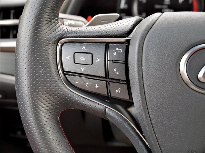 Lexus ES (2019) руль
