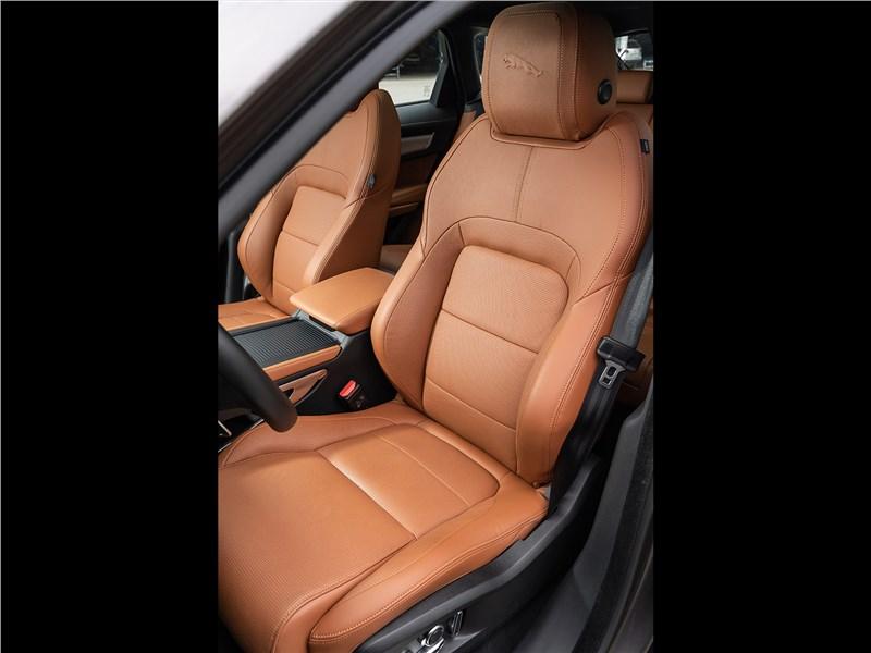 Jaguar F-Pace (2021) передние кресла