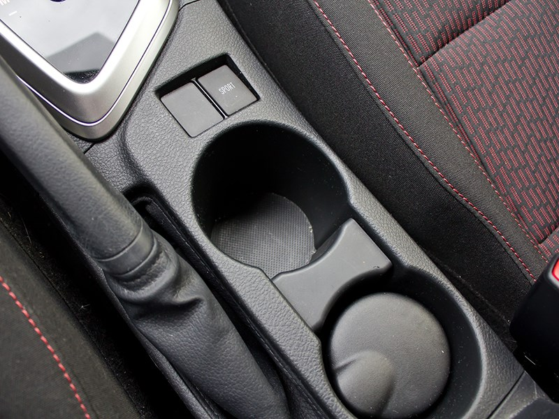 Toyota Auris 2013 подстаканники