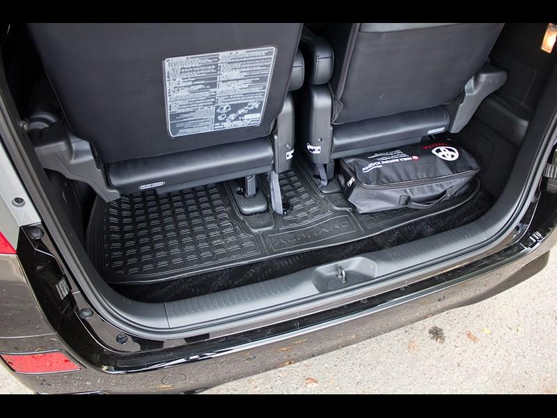 Toyota Alphard 2008 багажное отделение