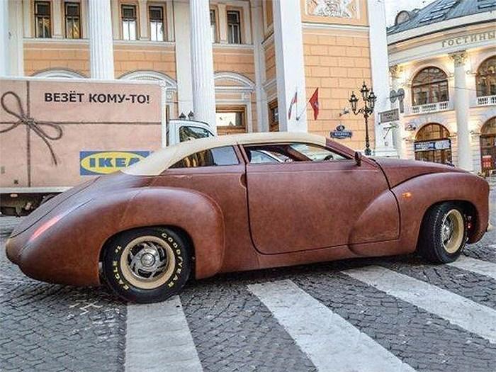 В Москве выставлен на продажу уникальный автомобиль с кожаным кузовом