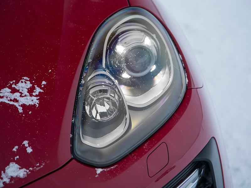 Porsche Cayenne GTS 2015 передняя фара