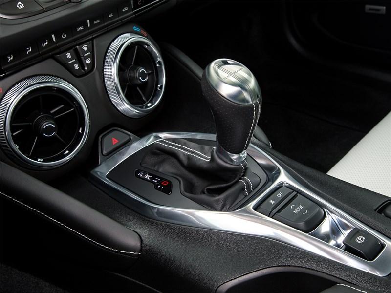 Chevrolet Camaro 2016 центральный тоннель