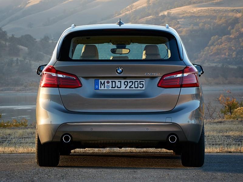 BMW 2 Series Active Tourer 2014 вид сзади фото 1