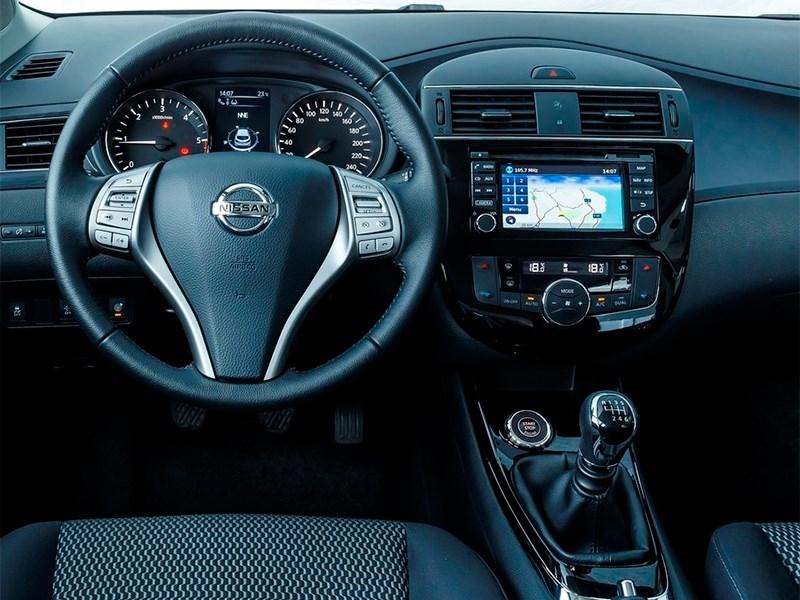 Nissan Pulsar 2015 водительское место