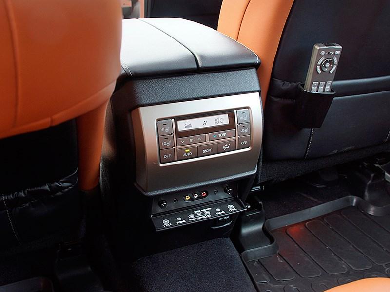 Lexus GX 460 2014 климат-контроль для второго ряда