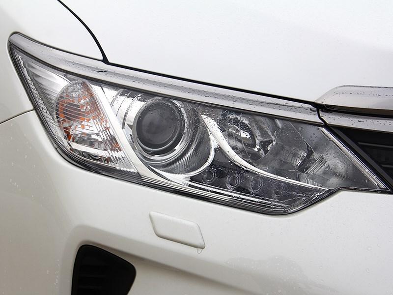 Toyota Camry 2014 передняя фара