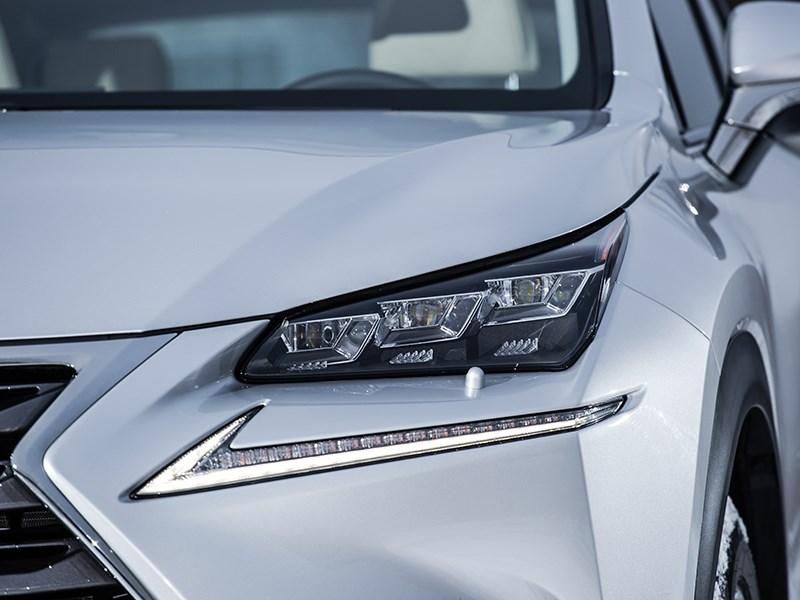Lexus NX 300h AWD 2015 передняя фара