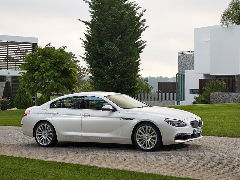 BMW 6-Series Gran Coupe 2015 вид спереди сбоку