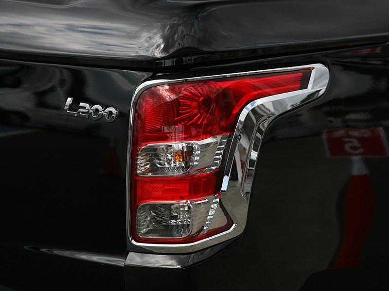 Mitsubishi L200 2015 задний фонарь