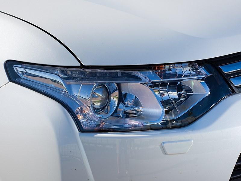 Mitsubishi Outlander 2014 передняя фара