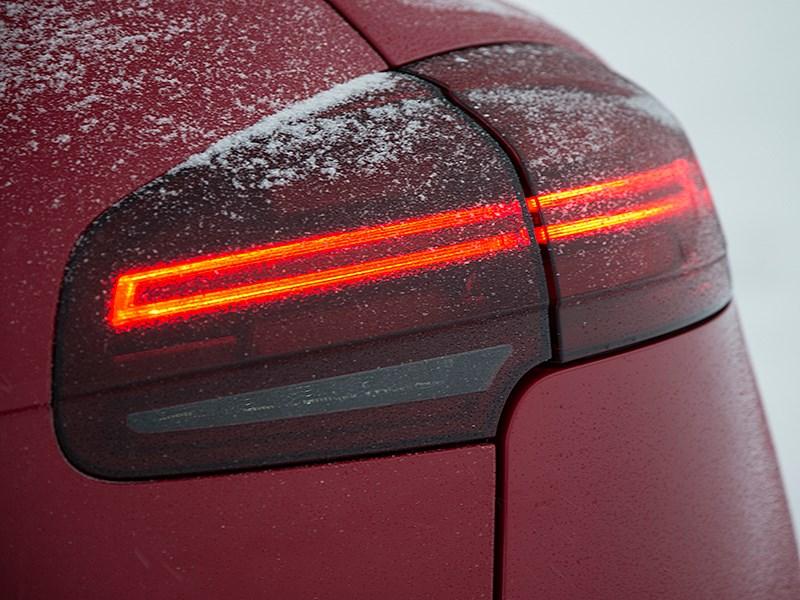 Porsche Cayenne GTS 2015 задний фонарь