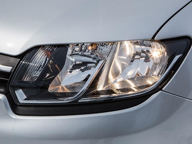 Renault Sandero 2013 передняя фара