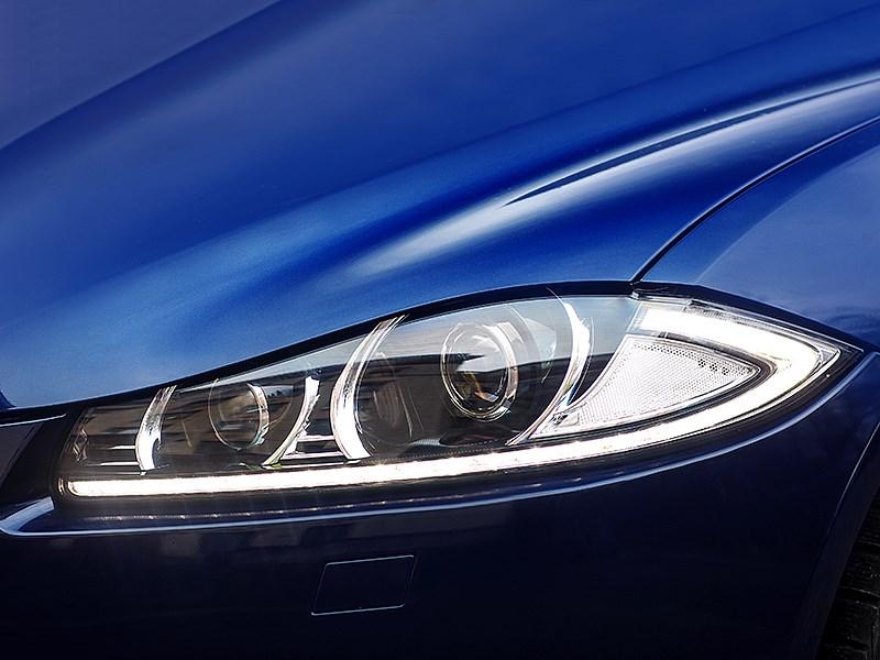 Jaguar XF 2011 передняя фара