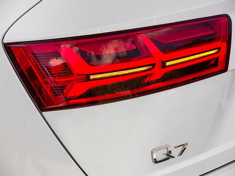 Audi Q7 2015 задний фонарь