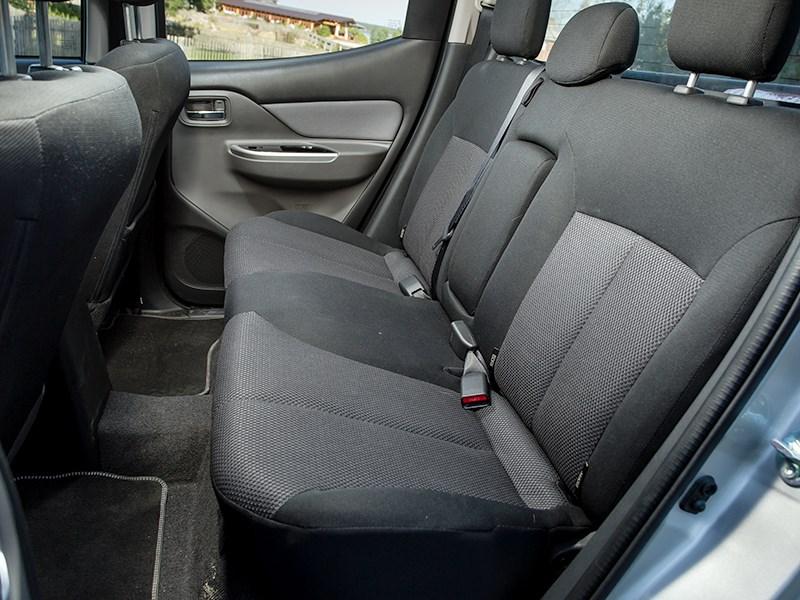 Mitsubishi L200 2015 задний диван