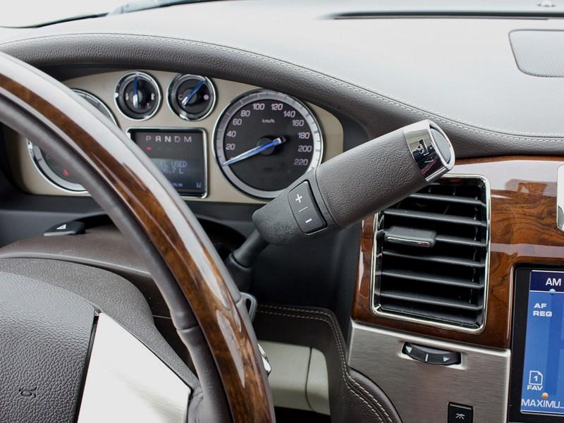 Cadillac Escalade 2009 селектор КПП на руле