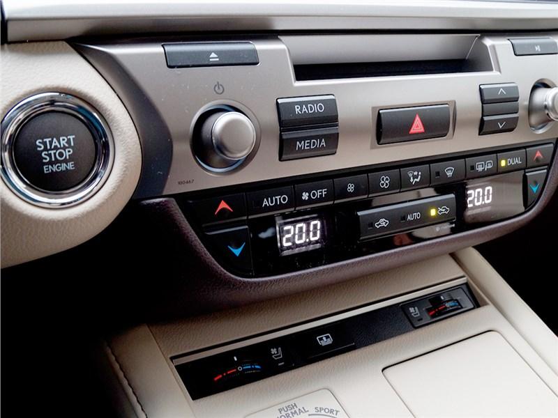 Lexus ES 200 2016 центральная консоль